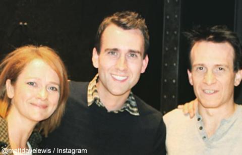 左からポピー・ミラー、マシュー・ルイス、ジェイミー・パーカー