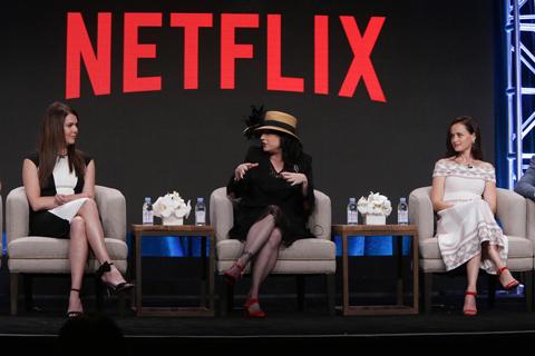 TCA会場にて (左から)アレクシス・ブレデル、エイミー・シャーマン=パラディーノ、ローレン・グラハム