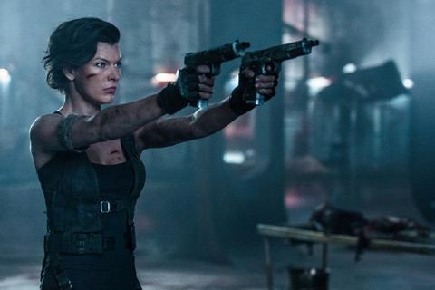 ミラ・ジョヴォヴィッチ、ローラがアンデッドを撃ちまくる! 「バイオハザード:ザ・ファイナル」ゾンビ殺戮カウント映像が解禁[動画あり]