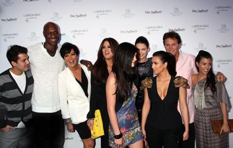 (左から)ロブ・カーダシアン、ラマー・オドム、クリス・ジェンナー、クロエ・カーダシアン、カイリー・ジェンナー、ケンダル・ジェンナー、キム・カーダシアン、ブルース・ジェンナー、コートニー・カーダシアン
