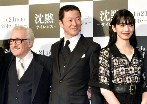 ハリウッドデビューを飾った小松菜奈(右)