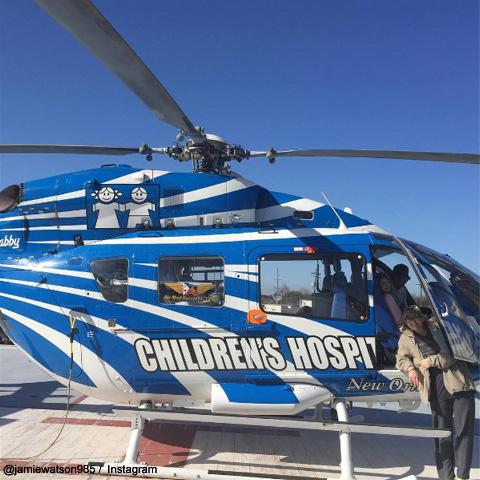 ヘリコプターで病院を去る、ジェイミー・リン&マディ母娘
