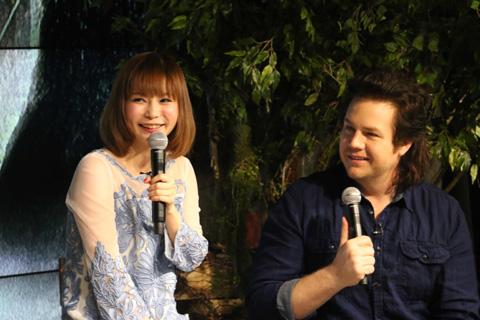 中川翔子(左)、ジョシュ・マクダーミット