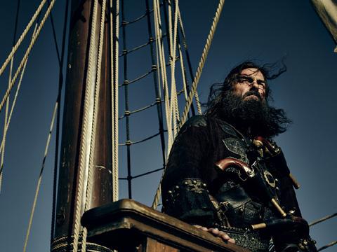 「Black Sails/ブラック・セイルズ」シーズン3より、レイ・スティーヴンソン