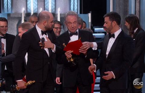 アカデミー賞で起こった作品賞の発表ミスはなぜ起こったのか? 世紀の大ハプニングの真相は…