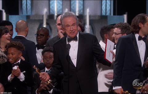 アカデミー賞での発表ミスは担当者が仕事そっちのけでツイッターに興じていたことが原因!?