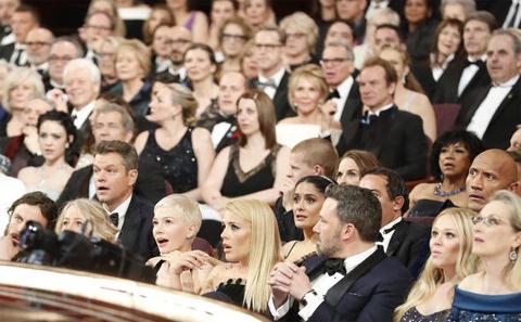 アカデミー賞作品賞が「ラ・ラ・ランド」ではなかったことがわかった瞬間の観客の様子