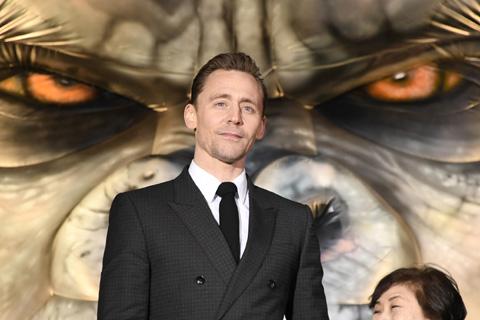 「キングコング:髑髏島の巨神」主演トム・ヒドルストンのメモリアルショットを一挙に公開