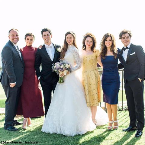 「ウェイバリー通り」ルッソ家が全員集合! ジャスティン役デヴィッドの結婚式に、セレーナ&ジェイクら一家が駆けつける[写真]