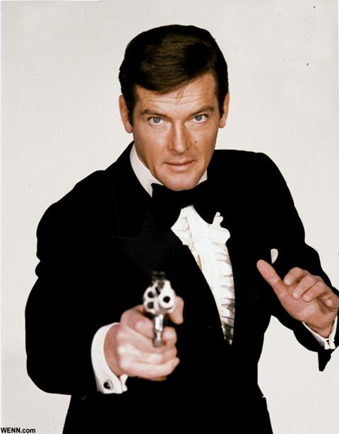 ボンド役に扮したロジャー・ムーア 映画「007 死ぬのは奴らだ」より