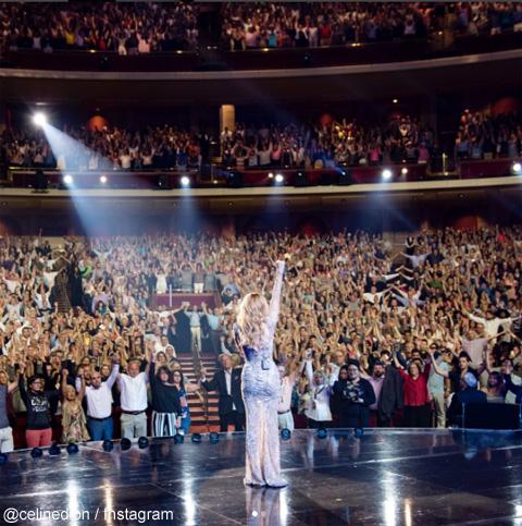 セリーヌ・ディオン、コンサートの観客を巻き込んで、テロ被害に遭った人たちへ熱いサポートを表明! 「マンチェスターのために立ち上がりましょう!」[動画あり]