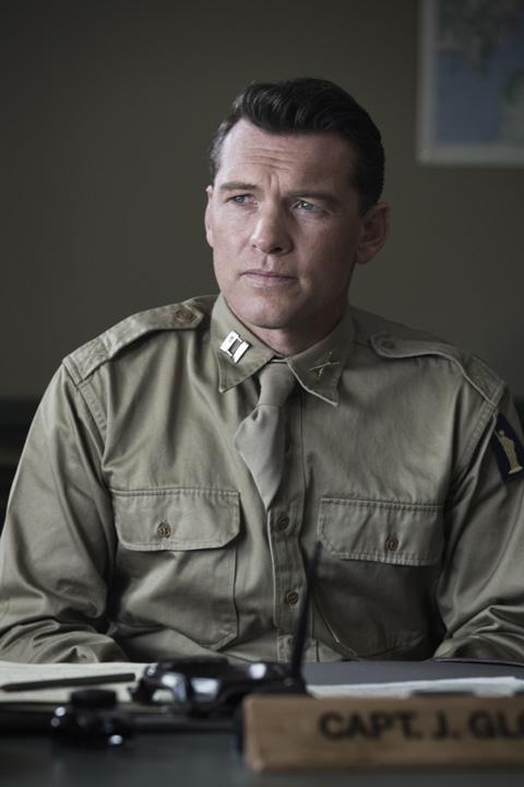 グローヴァー大尉役サム・ワーシントン