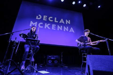 (右)デクラン・マッケンナ