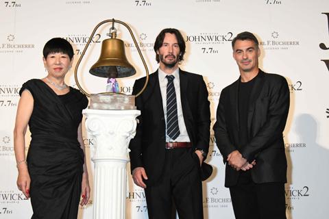 (左から)和田アキ子、キアヌ・リーブス、チャド・スタエルスキ監督