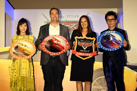 (左から)松岡茉優、ブライアン・フィー、アンドレア・ウォーレン、藤森慎吾