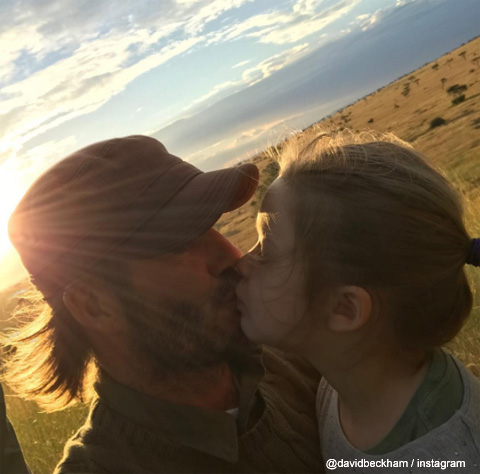 キスをするデヴィッド・ベッカムと娘のハーパーちゃん