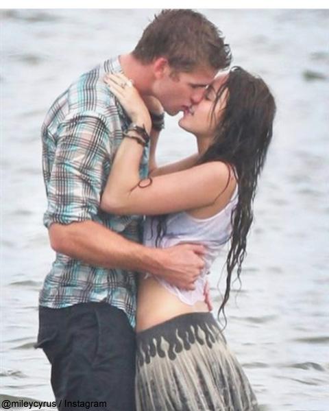 マイリー・サイラスがキスの日に公開した写真