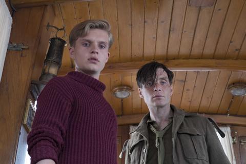 (右)キリアン・マーフィー