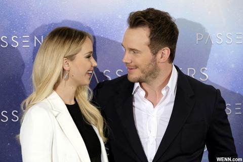 映画「パッセンジャー」で共演した、クリス・プラットとジェニファー・ローレンス