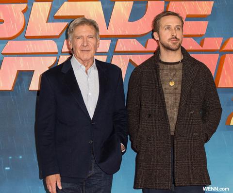 ハリソン・フォード(左)、ライアン・ゴズリング