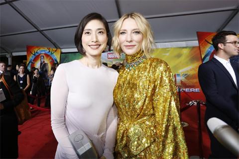 天海祐希(左)、ケイト・ブランシェット