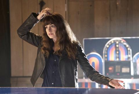 映画「シンクロナイズドモンスター」、アン・ハサウェイはなぜ怪獣映画に出演を決めた? インタビュー映像が到着[動画あり]