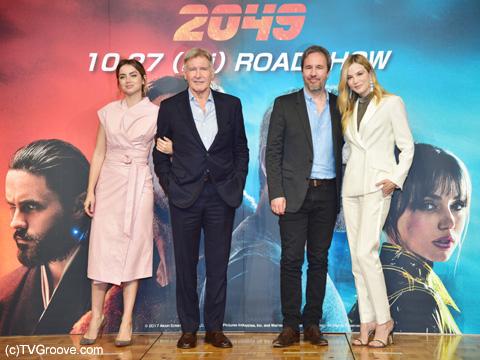 (左から)アナ・デ・アルマス、ハリソン・フォード、ドゥニ・ヴィルヌーヴ、シルヴィア・フークス