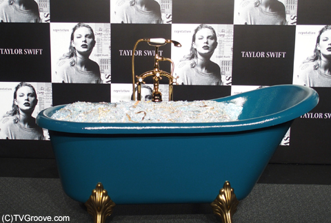 MVに登場するバスタブを再現した「宝石風呂」!