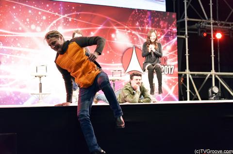 マッツがステージから飛び降りて客席プチパニック