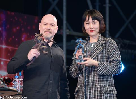 (左から)スティーヴン・S・デナイト監督、菊地凛子