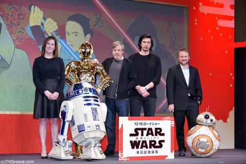 (左から)キャスリーン・ケネディ、マーク・ハミル、アダム・ドライバー、ライアン・ジョンソン監督