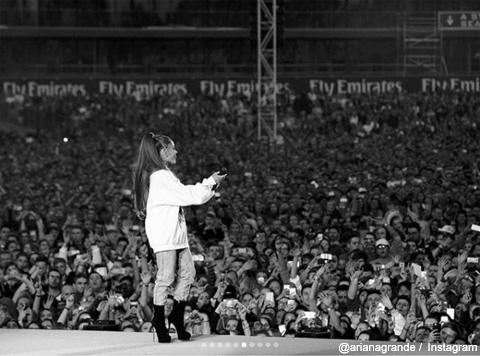 アリアナ・グランデ 「One Love Manchester」のステージにて