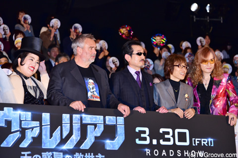 (左から)ゆりやんレトリィバァ、リュック・ベッソン、THE ALFEE