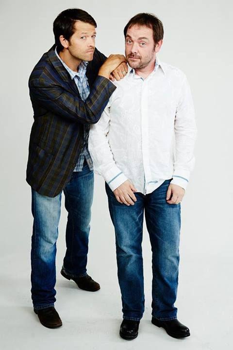 ミーシャ・コリンズ、マーク・シェパード(右)