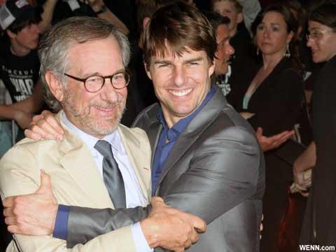スティーヴン・スピルバーグ監督と、主演トム・クルーズ 映画「宇宙戦争」プレミアにて(2005)