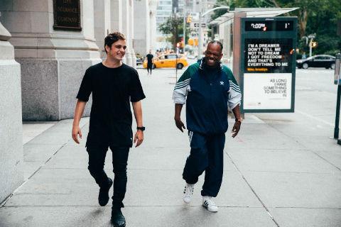 世界No.1 DJ マーティン・ギャリックス、ネットで発見した60歳のストリート・ソウル・シンガーとコラボ! 新曲「Dreamer」の感動的なMV公開