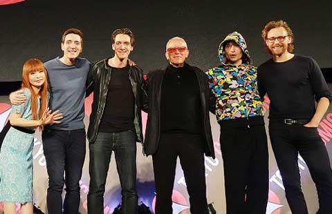 (左から)中川翔子、フェルプス兄弟、ピーター・ウェラ―、エズラ・ミラー、トム・ヒドルストン