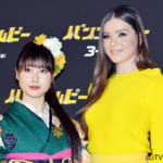 映画「バンブルビー」ジャパンプレミアに登場した土屋太鳳(左)とヘイリー・スタインフェルド