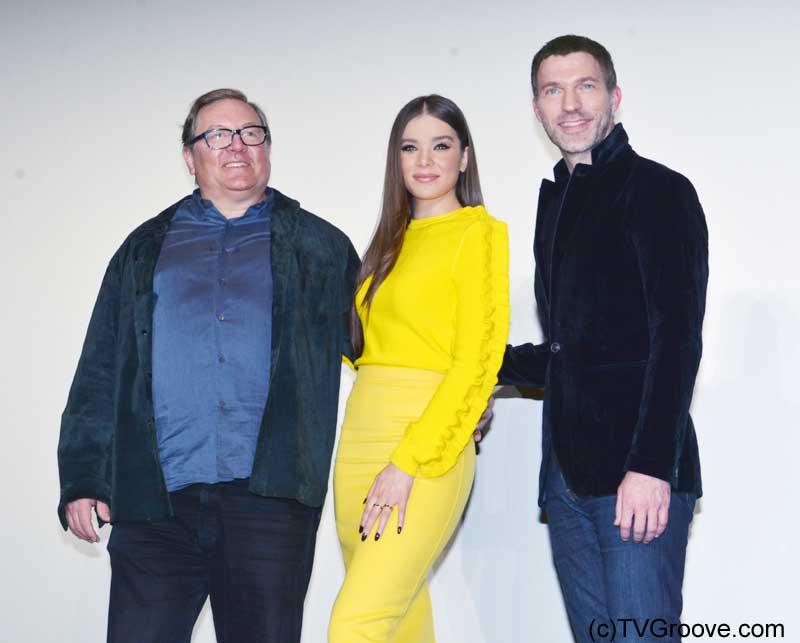 (左から)プロデューサーのロレンツォ・ディ・ボナヴェンチュラ、主演ヘイリー・スタインフェルド、トラヴィス・ナイト監督