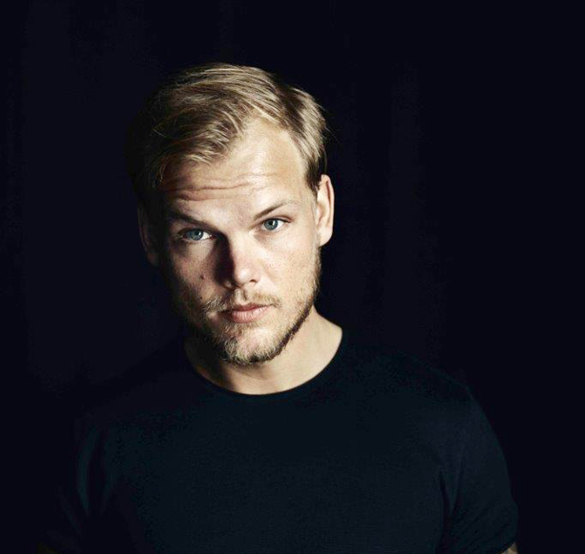 Avicii(アヴィーチー)photo by Sean Eriksson