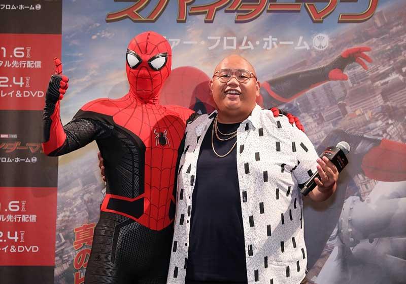 スパイダーマン、ジェイコブ・バタロン(右)