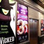 ブロードウェイの人気ミュージカルのポスター