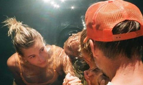 洗礼を受けるジャスティン・ビーバーとヘイリー・ビーバー