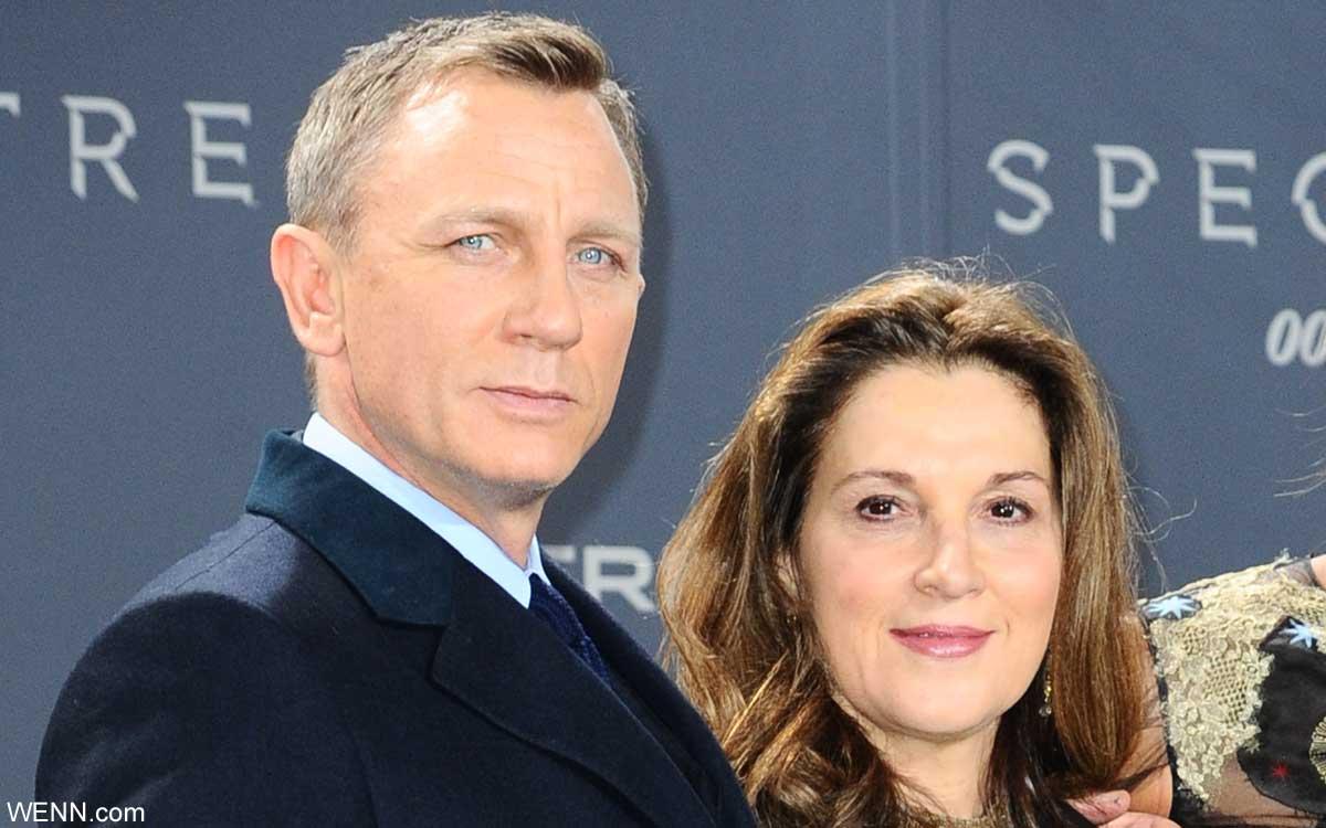 ダニエル・クレイグと、プロデューサーのバーバラ・ブロッコリ