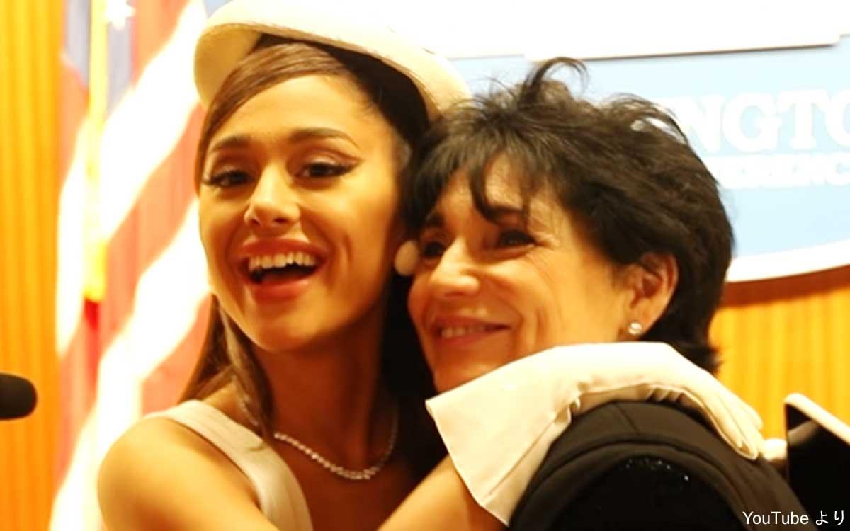 アリアナ・グランデと、母ジョアン・グランデ