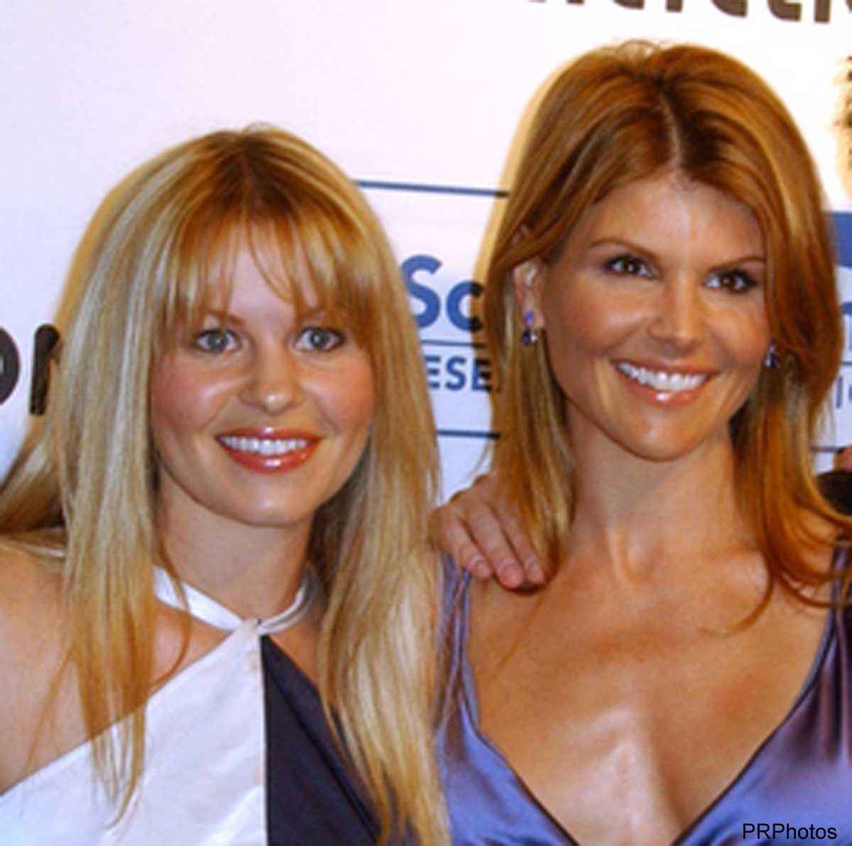 キャンディス・キャメロン・ブレ(左)とロリ・ロックリン(2008年)
