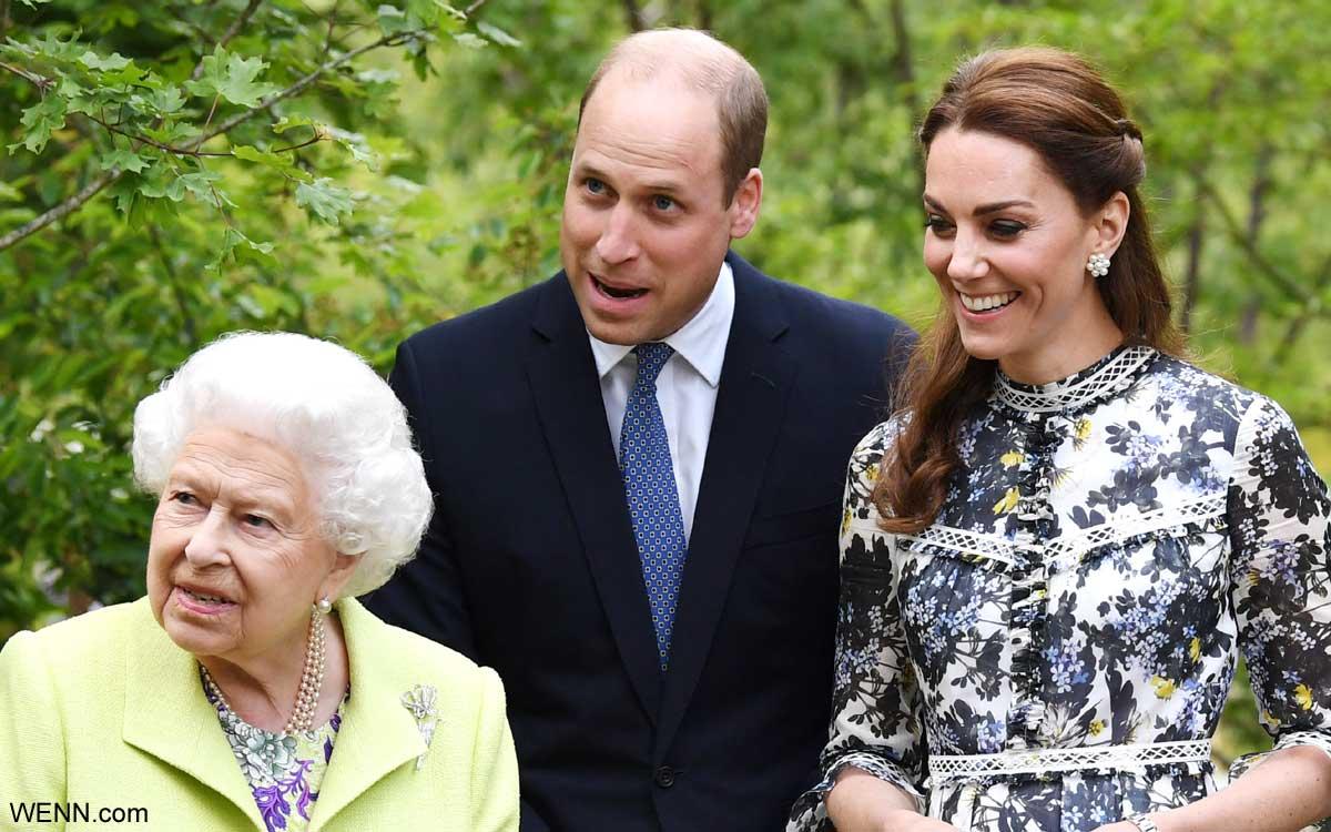 左からエリザベス女王、ウィリアム王子、キャサリン妃