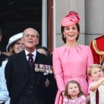 左からエリザベス女王、故フィリップ殿下、キャサリン妃、ウィリアム王子と子供たち