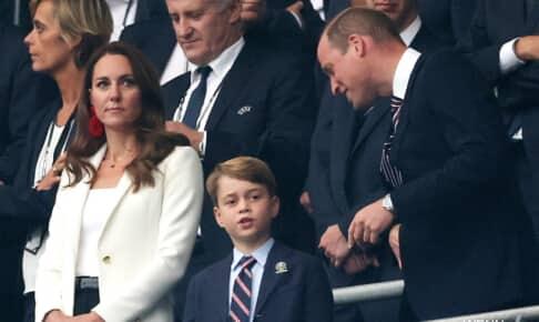 左からキャサリン妃、ジョージ王子、ウィリアム王子