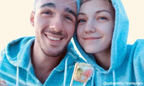 ギャビー・ぺティートと婚約者のブライアン(左)